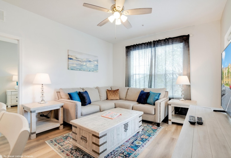Spacious and Lovely 3BD Unit With Balcony, Close to the Convention Center #3vc309, Orlando, Dnevna soba