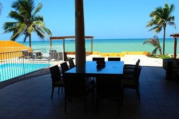תמונה של Uinic Chay Luxury Ocean Front Villa במרידה