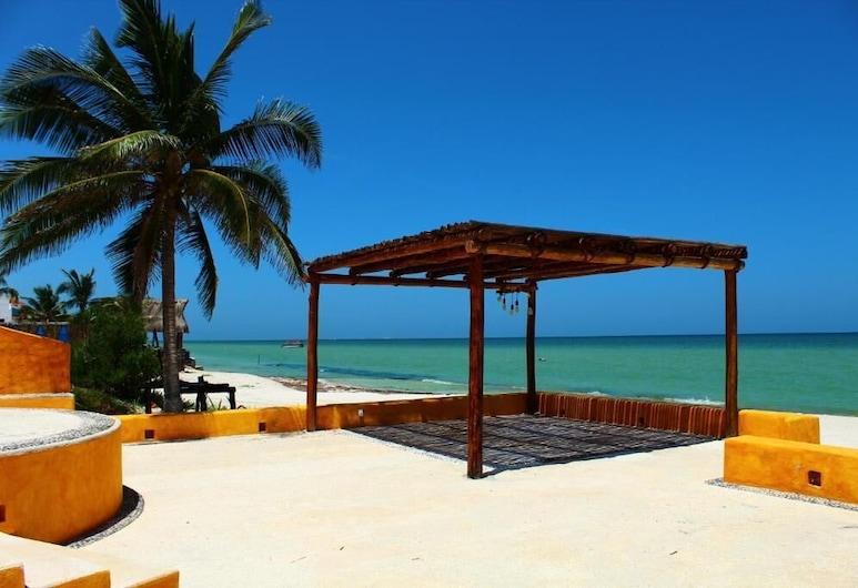 Uinic Chay Luxury Ocean Front Villa, פרוגרסו, חוף ים
