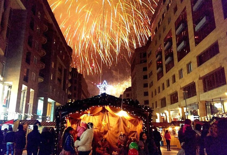 M&G Hostel and Tours, Yerevan, Voorkant hotel - avond/nacht