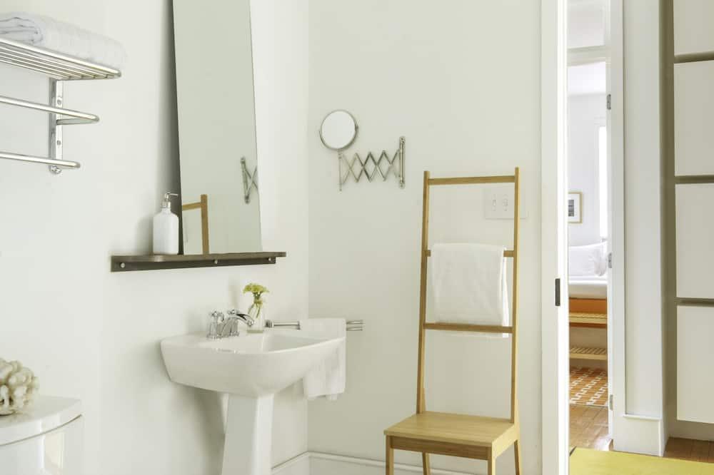 Номер «Классик», 1 двуспальная кровать «Квин-сайз» - Ванная комната