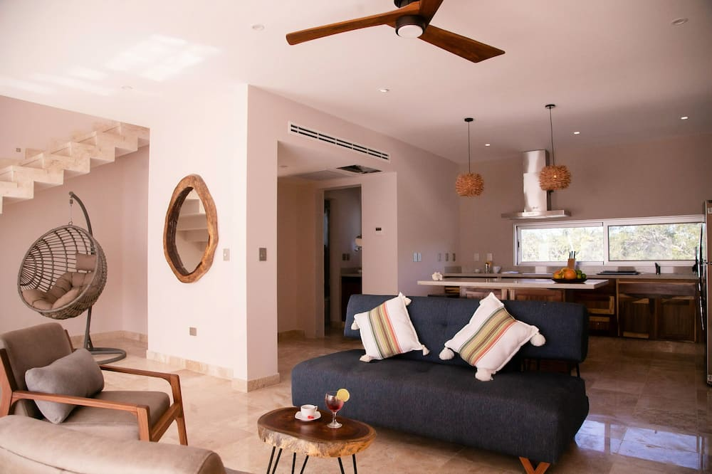 Luxury Penthouse, 2 Bedrooms - Living Area