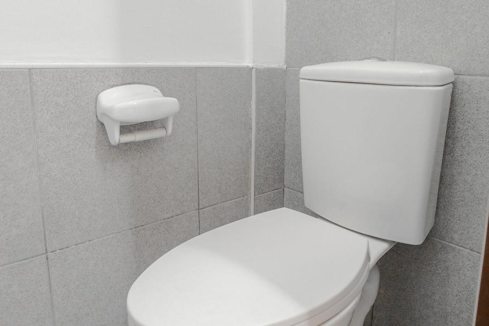 Общее спальное помещение, только для мужчин (Bed in 2-Bed Dorm) - Ванная комната