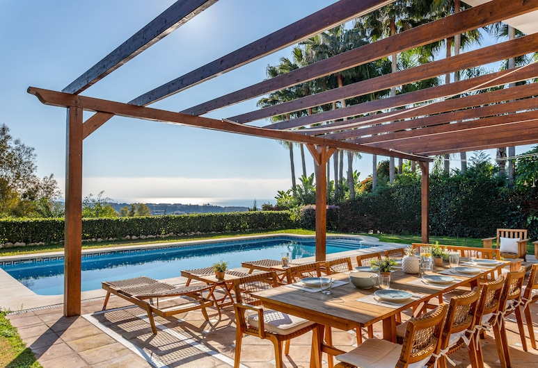 Amazing House With 6 Bedrooms and Private Garden & Pool in Marbella. Rio Real Golf, マルベラ