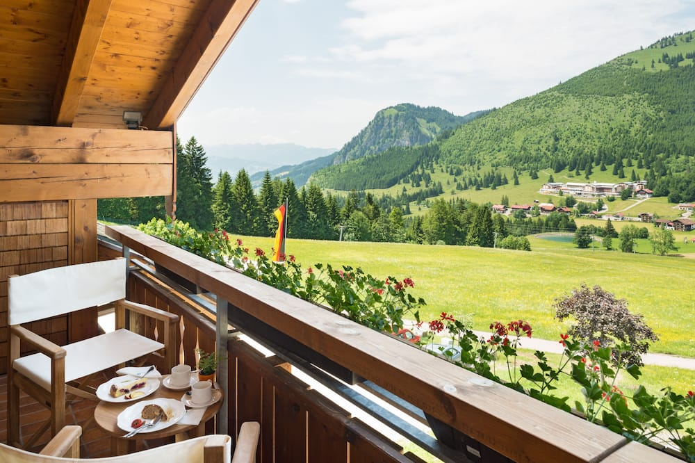 Comfort Room, Balcony, Mountain View - Balcony View