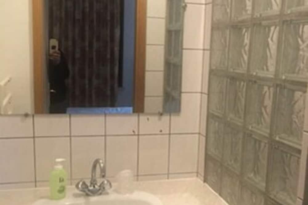 Triple Room - Bathroom Sink
