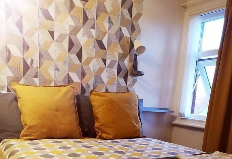Mini Hotel Bohemia, Leeds, Double Room, Shared Bathroom, Guest Room