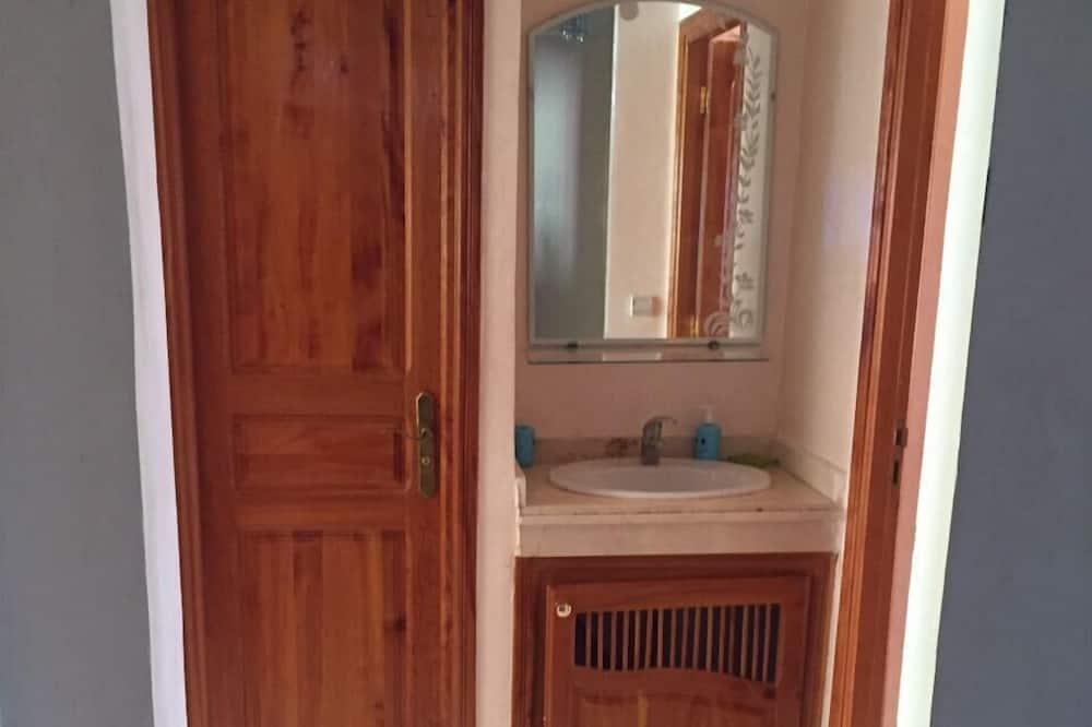Апартаменты, 3 спальни - Раковина в ванной комнате