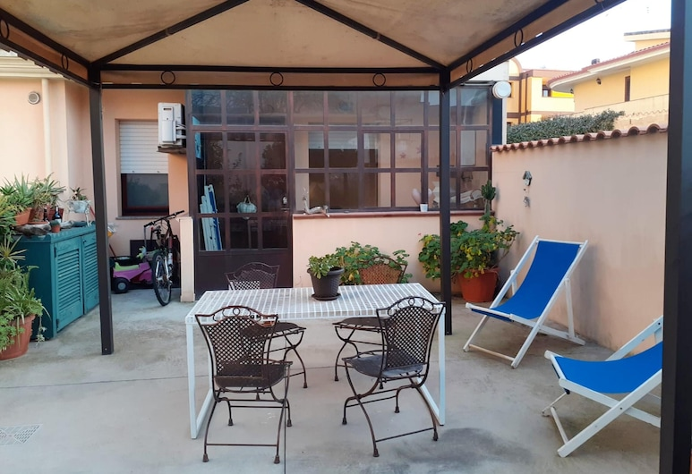 Apartment With one Bedroom in Sestu, With Enclosed Garden and Wifi, Sestu, Sala de Estar