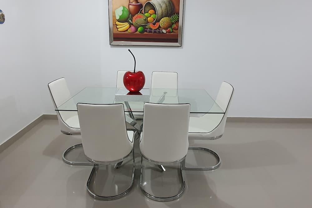 Family Condo - In-Room Dining