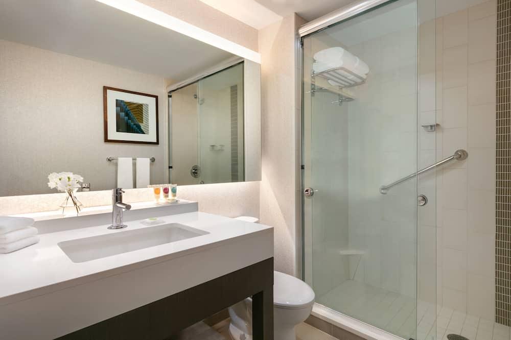 Zimmer (2 Queen Beds with Sofa bed) - Badezimmer