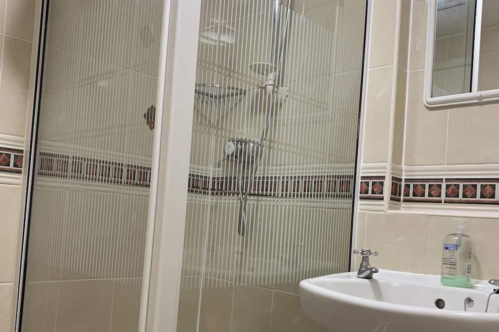 Twin Room - Bathroom