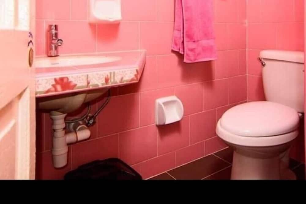 Čtyřlůžkový pokoj - Koupelna