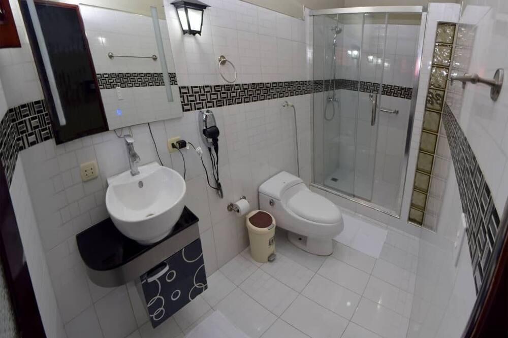 Dvokrevetna soba (#4) - Kupaonica
