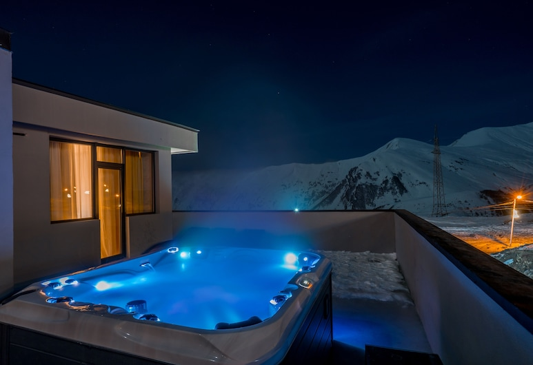 Best Western Gudauri, Kazbegi, Outdoor Spa Tub