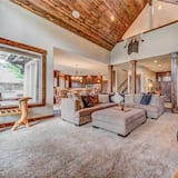 House, Multiple Beds, Hot Tub, River View - Living Room