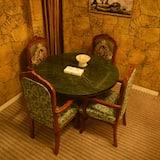 Executive-Zimmer - Essbereich im Zimmer