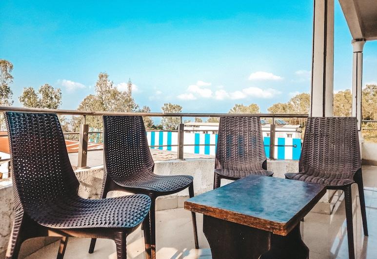 Hotel Royal Hills, Mahabaleshwar, Family Room, Guest Room