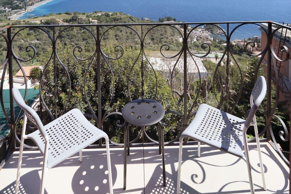 Habitación superior con 1 cama doble o 2 individuales, balcón, vistas al mar - Vistas al balcón
