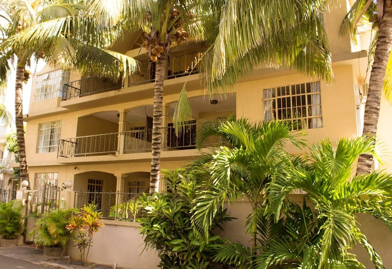 Apartment With one Bedroom in Trou-aux-biches, With Shared Pool, Furnished Terrace and Wifi - 1 km From the Beach, Trou aux Biches