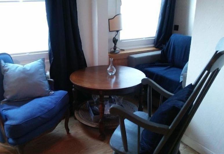 HIER & JETZT in Monschau City, Monschau, Chambre Double (Zimmer Blau, 1.OG), Coin séjour