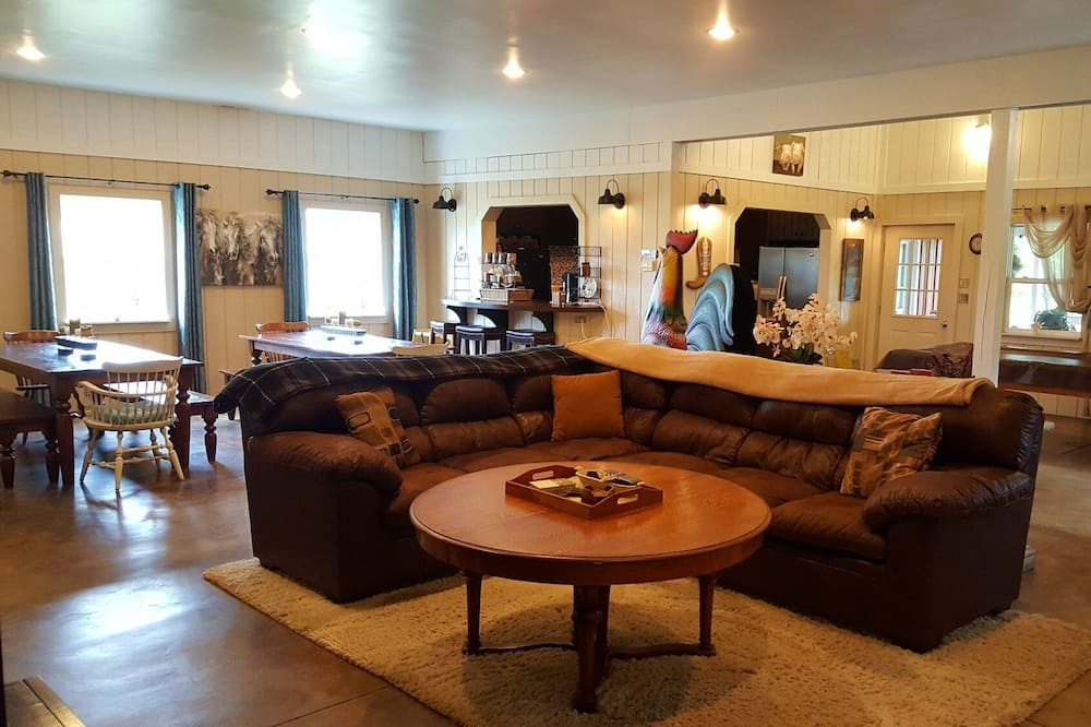 Luksusa mansarda numurs, vairākas gultas, skats uz kūrortu - Dzīvojamā zona