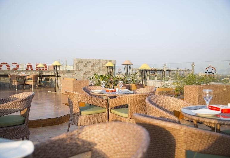 OBAN Hotel, Lahore, 室外用餐