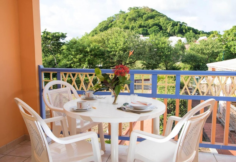 House With one Bedroom in Sainte-anne, With Wonderful City View, Pool Access and Furnished Terrace - 300 m From the Beach, Sainte-Anne, Terrazza/Patio