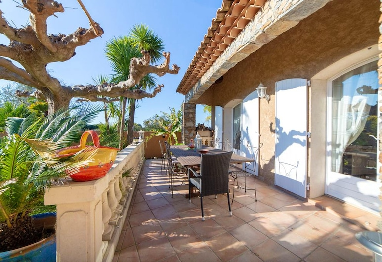 Villa With 5 Bedrooms in Carqueiranne, With Private Pool, Furnished Terrace and Wifi - 5 km From the Beach, Carqueiranne, Терраса/ патио