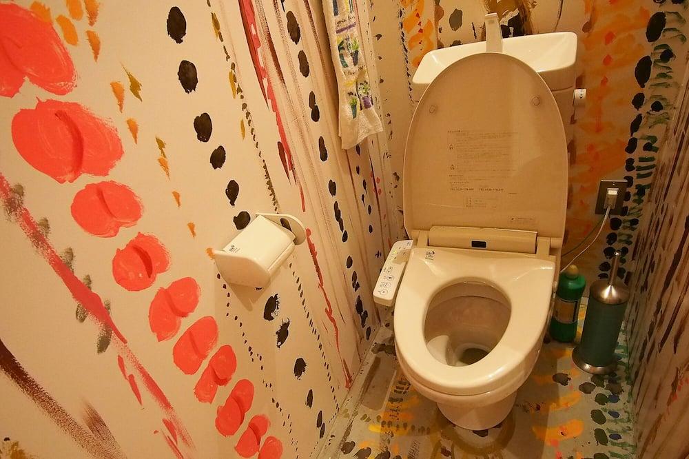 Yhteismajoitus, Vain naisille - Kylpyhuone