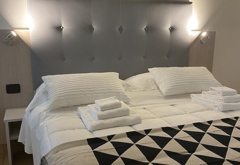 โรงแรมโนอาห์สวีท, Rimini