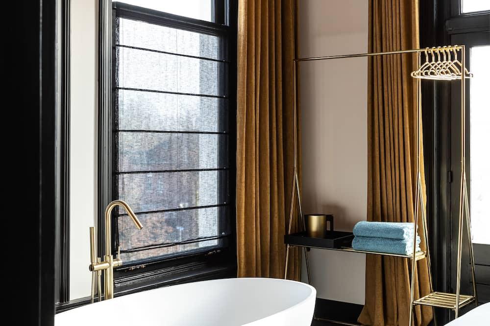 Romantic Double Room - Deep Soaking Bathtub