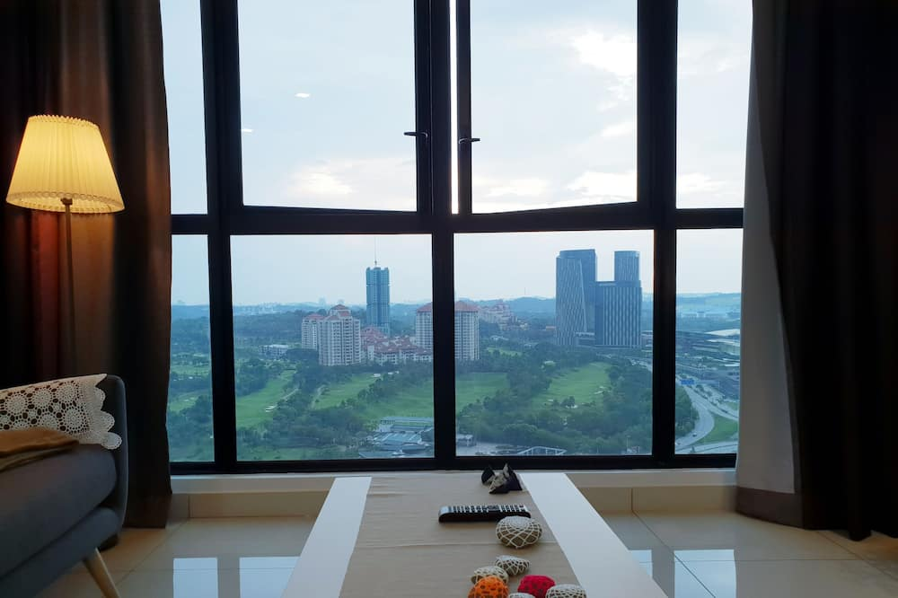 Albert Conezion @ IOI Resort City, Golf View Netflix
