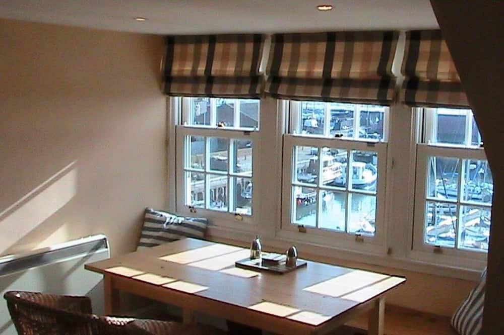 Apartment (Kittiwake) - In-Room Dining