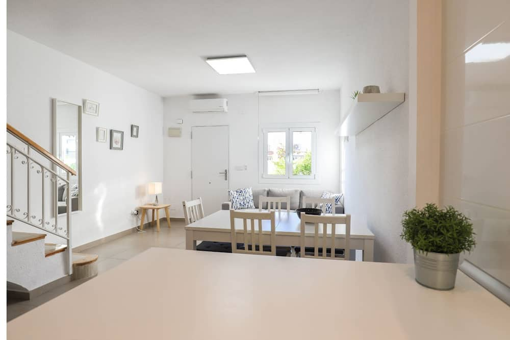 Deluxe Apartment, 2 Bedrooms - Living Room