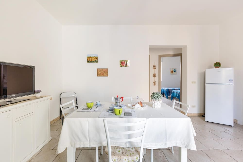 Standard House, 2 Bedrooms - In-Room Dining