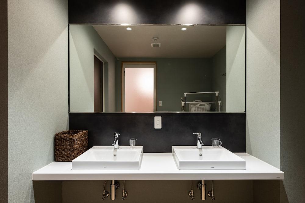 Studio Apartment, Sakurajima View - Bathroom