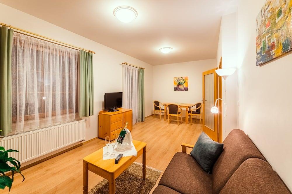 Superior Suite, City View - Living Room