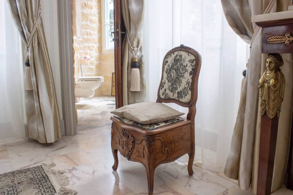 Double Room (Empire) - Living Area