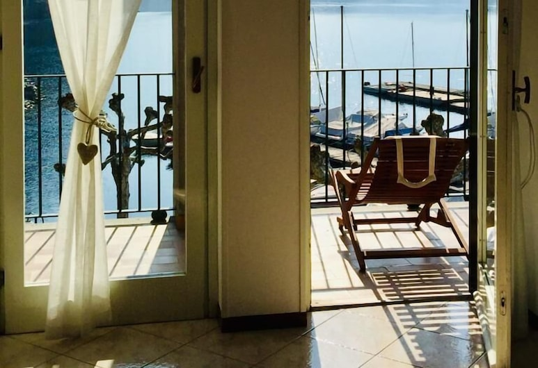 Mamma Ciccia Holiday Home - Front Lake Apartment, beach and swimming pool, Lierna