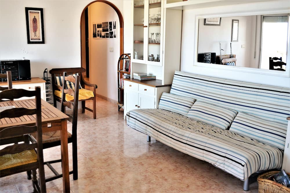 Standard Apartment (4 Bedrooms) - Living Room