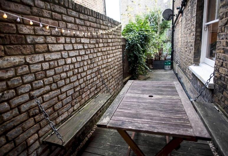 Homely 1 Bedroom Apartment in Bustling Clapham, Λονδίνο, Αίθριο/βεράντα