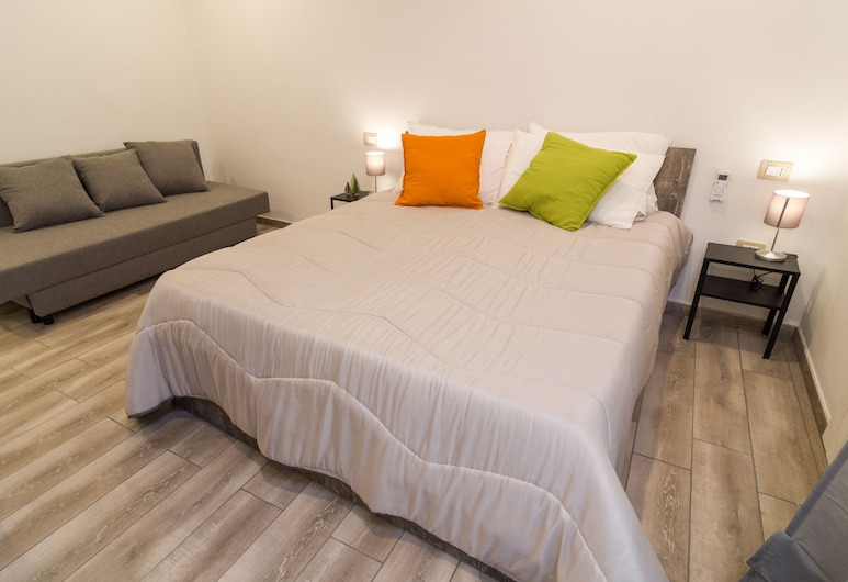 Giù Al Centro, Naples, Family Quadruple Room (A Loggia), Guest Room