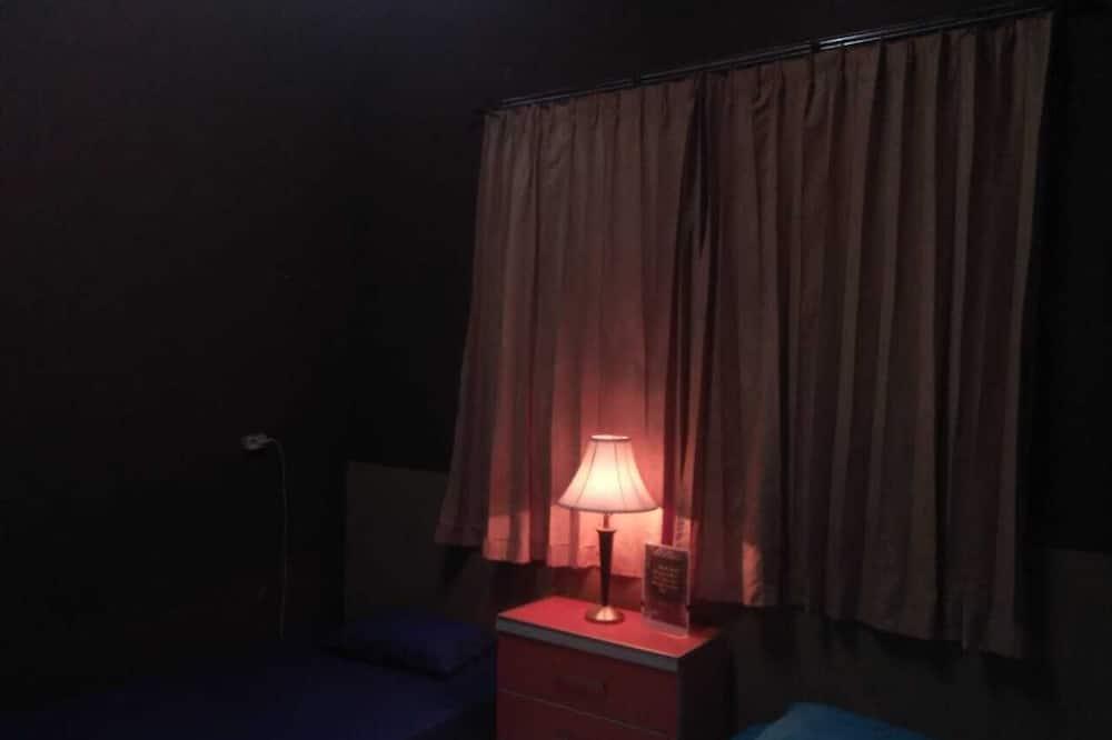 Basic Room, Private Bathroom - Bilik Tamu