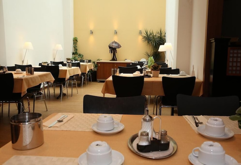 Airport Hotel Step Inn, Kelsterbach, Área para desayunar