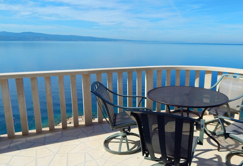 Apartment With 3 Bedrooms in Omiš, With Wonderful sea View, Furnished Terrace and Wifi, Omis, Terasa / vidinis kiemas