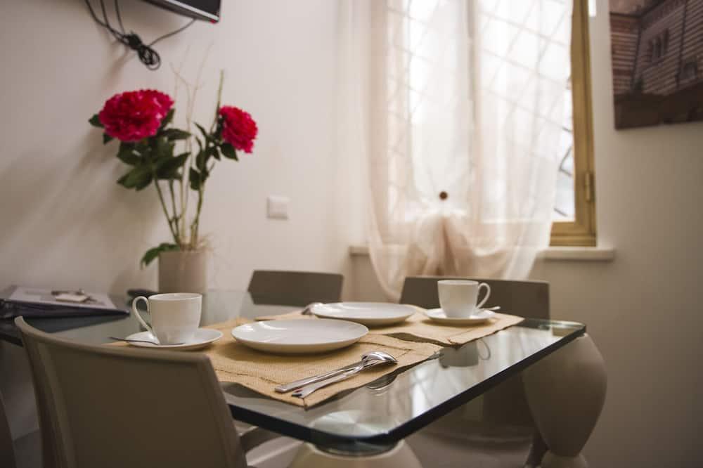 Apartment, 2 Bedrooms (Autunno) - Tempat Makan dalam Bilik