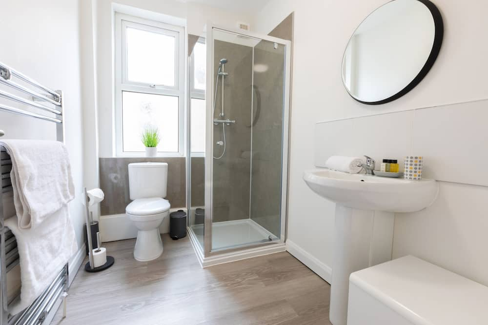 Studio Eksekutif, kamar mandi pribadi (Flat3B Fulwood Heights) - Kamar mandi