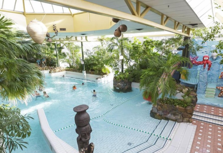 Vacation Home Center Parcs De Limburgse Peel in America - 6 Persons, 3 Bedrooms, America, สระว่ายน้ำ