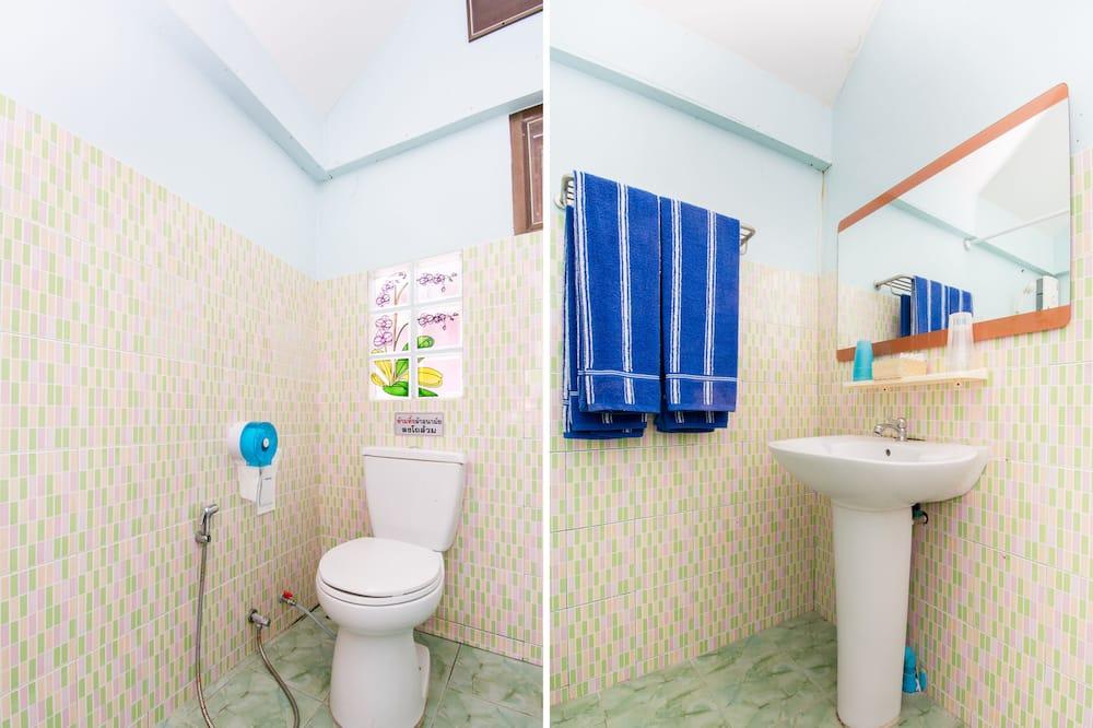 Family Suite - Bathroom